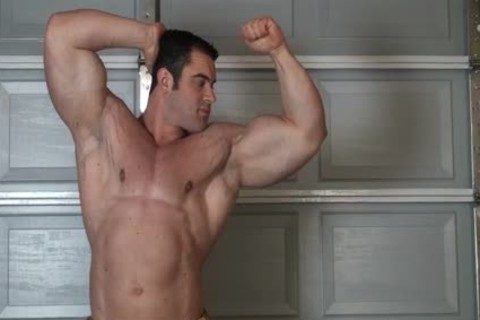 Muscle guy in nature's garb Stripping