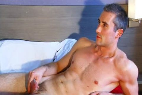 Full video scene scene: A worthy blameless str8 man Serviced His large cock By A man' Data-thumbnail=