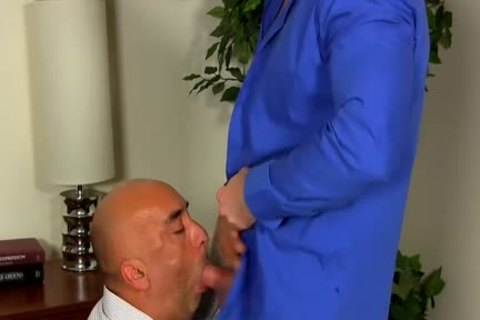 Shay Michaels plows His Annoying Boss Brian In His anal