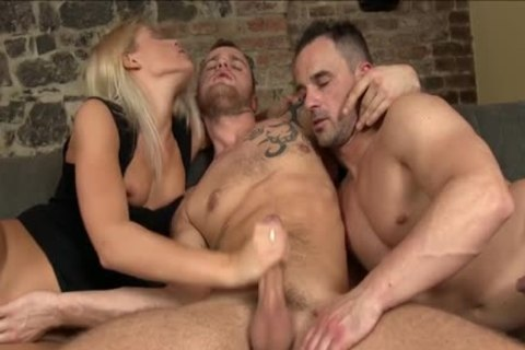 bisex dude Gives blowjob stimulation