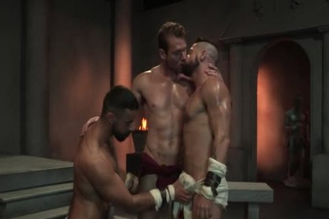 Muscle Bear threesome With goo flow