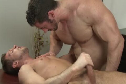 Muscle Bodybuilder oral joy-service And Massage