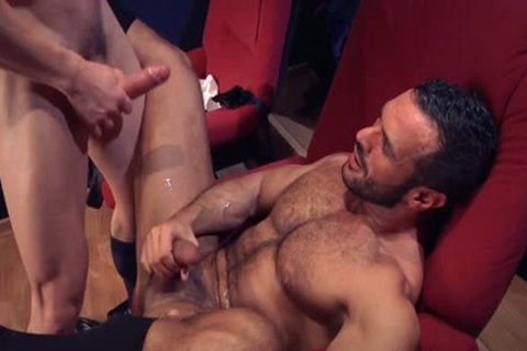 Muscle homo Flip Flop With cumshot