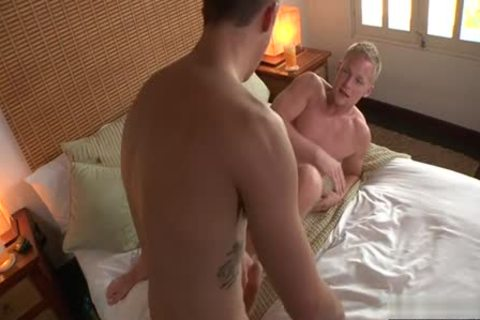 monstrous 10-Pounder homosexual fellatio-service With cumshot