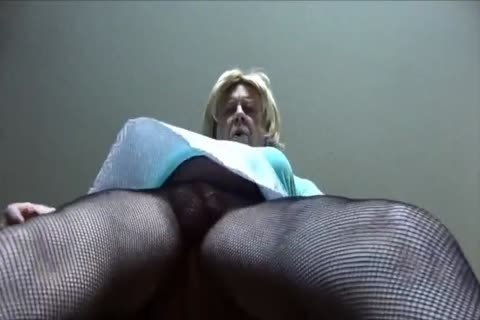 delicious Gigi - Looking yummy In Fishnet pantyhose
