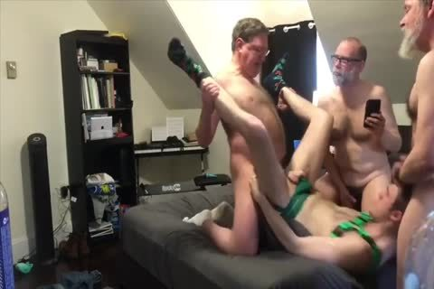 4 Daddies 1 twink bunch-sex