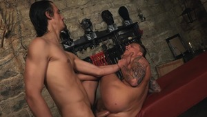 arse Trainer - taskmaster Ully & Peter Uman butthole Action