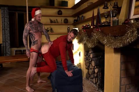 Dylan James Comes Down Ace Era's Chimney This Christmas HD
