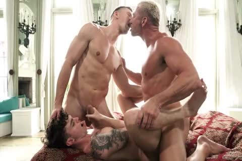 Two filthy Hung Dads nail A twink