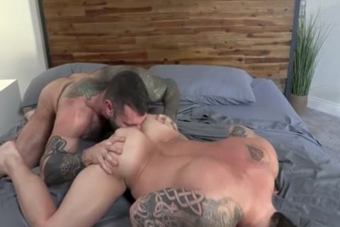 Muscle Daddy's poke bare
