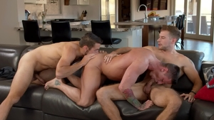Next Door Buddies: Pierced Dante Colle bareback kissing