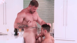 Hot House: Bodybuilder Beaux Banks giving head for Austin Wolf