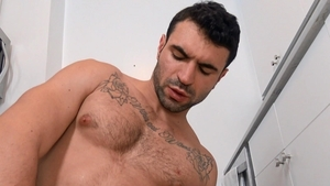 Str8 Chaser - Ian Greene bareback handjob video